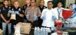 7 Ton Miras Ciu Dibongkar Polisi di Tambora, Jakarta Barat