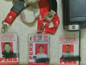 Kartu tanda pengenal pers yang diamankan dari 3 oknum wartawan yang ditangkap Polsek Kembangan Jakarta Barat - foto: Bob/Koranjuri.com