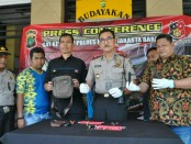 Dua pemuda asal Lampung yakni DG (25) dan AR (20) yang menjadi pelaku pencurian kendaraan bermotor (ranmor) ditangkap polisi - foto: Bob/Koranjuri.com