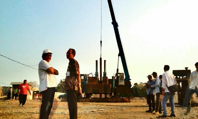 Penanaman tiang pancang, mengawali pembangunan Rumah Sakit tipe C di Boro Kulon, Banyuurip, Purworejo - foto: Sujono/Koranjuri.com