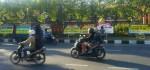 Warga Ungkapkan Simpati dengan Bunga di Polda Bali