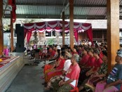 Cagub I Wayan Koster saat menggelar kampanye di Bale Desa Kastala, Kecamatan Bebandem, Karangasem - foto: Istimewa