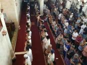 Jemaah Masjid Agung Bangli menggelar Shalat Ghaib untuk anggota Polri yang gugur dalam kerusuhan di Rutan Cabang Salemba, Depok - foto: Istimewa