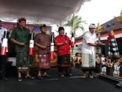 Pemukulan kentongan membuka acara Gebyar Budaya SMP PGRI 2 Denpasar, Senin, 21 Mei 2018 - foto: Koranjuri.com