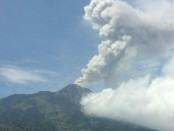 Gunung Merapi saat erupsi Minggu (20/5/2018) - foto: Istimewa