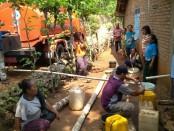 BPBD Kabupaten Gunung Kidul mendistribusikan air bersih kepada warga yang terdampak kekeringan - foto: Istimewa