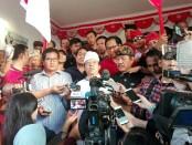 Wayan Koster dan Tjokorda Oka Artha Ardhana Sukawati (Koster-Ace) menggelar konferensi pers di kantor DPD PDIP Bali, usai dinyatakan unggul 58 persen versi hitung cepat SMRC, Rabu, 27 Juni 2018 - foto: Koranjuri.com