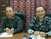 Ketua Satgas Waspada Investasi OJK Tongam L Tobing (kanan) didampingi Ketua OJK Regional 8 Bali Nusra Hizbullah - foto: Ari Wulandari/Koranjuri.com