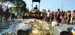 Jelang Lebaran, Ribuan Botol Miras Sitaan Dimusnahkan