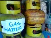 Konsumsi gas melon di masyarakat yang tinggi menjelang lebaran, memicu terjadinya kelangkaan gas dan harga yang tinggi - foto: Sujono/Koranjuri.com