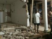 Sejumlah rumah rusak akibat gempa 4,8 SR yang mengguncang Sumenep, Jawa Timur - foto: Istimewa