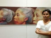 I Dewa Gede Ratayoga dengan karya berjudul 'To be Focus' diatas canvas berukuran 60 cm x 200 cm yang dikerjakan dengan pensil dan akrilik - foto: Koranjuri.com