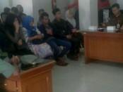 Puluhan penduduk pendatang yang masuk ke Bali di terminal Mengwi terjaring razia kependudukan - foto: Istimewa