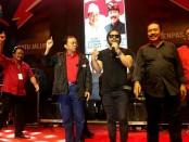 Vokalis Jamrud Krisyanto jadi bintang tamu konser satu jalur di lapangan Lumintang Denpasar - foto: Istimewa