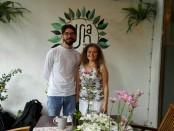 Pasangan Yuliya Yushkevich asal Ukraina dan  Maksim Krasyuk asal Rusia, pemilik Usha Cafe & Bakery - foto: Koranjuri.com