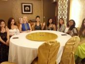 8 negara peserta Miss World University usai menggelar Prescon di Seafood House, Kuta, Bali, Sabtu, 28 Juli 2018 - foto: Koranjuri.com
