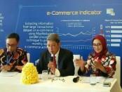 Erwin Rijanto (tengah) dan  Yati Kurniati (kanan) - foto: Ari Wulandari/Koranjuri.com
