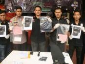 Tim gabungan Satuan Reserse Kriminal Polres Metro Jakarta Barat bersama Polsek Tanjung Duren berhasil mengungkap tindak pidana penjambretan - foto: Bob/Koranjuri.com