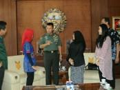 BUMN PIC Bali memperkenalkan program Siswa Mengenal Nusantara kepada Pangdam IX/Udayana Mayjen TNI Benny Susianto - foto: Istimewa