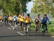 Gowes Bareng Polres Kebumen, Kodim 0709 Kebumen dan Secata Gombong, dalam rangka mensosialisasikan Asian Games XVIII tahun 2018 - foto: Sujono/Koranjuri.com