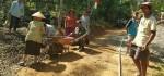 Mbah Asih (78) pun Ikut Ngecor Jalan di TMMD Purworejo