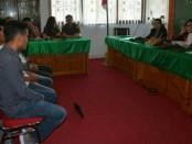 Pemerintah Kota Denpasar melaksanakan Sidang Tindak Pidana Ringan (Sidang Tipiring) bagi pelanggar Perda di Kota Denpasar, Senin (16/7/2018) di Kantor Camat Denpasar Selatan - foto: Ari Wulandari/Koranjuri.com