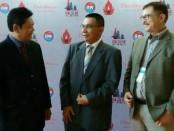 Edi Diarman Djasman (tengah) dan Abdul Wahab Bangkona (kiri) - foto: Ari Wulandari/Koranjuri.com