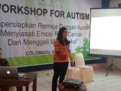 Keterangan foto : Workshop yang di gelar Mpati untuk orang tua, pendamping dan pemerhati anak anak autis./ Foto koranjuri.com