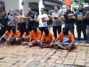 Subdit Il/Psikotropika Direktorat Reserse Narkoba Polda Metro Jaya mengungkap peredaran Narkotika jenis Ganja seberat 1,434 Kg jaringan Aceh-Jakarta-Bogor, dengan tersangka A M alias B. - foto: Bob/Koranjuri.com