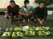 Polda Sumatera Utara menangkap pengedar narkoba dengan 6 tersangka. Dari 6 tersangka yang berhasil dibekuk, 3 diantaranya tewas ditembus timah panas - foto: Bob/Koranjuri.com