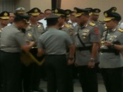 Kapolri Jenderal Tito Karnavian melantik dan menyaksikan serah terima jabatan enam Kapolda dan Kadiv Propam Polri di Mabes Polri, Senin (20/8/2018) - foto: Bob/Koranjuri.com