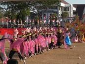 Penampilan SMK Batik Perbaik Purworejo, dalam Carnival Grebeg Kamardikan, Sabtu (25/8) - foto: Sujono/Koranjuri.com