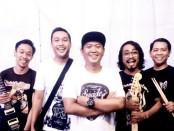 Formasi grup band Dejapu masing-masing, Putu Budi (Vocal), Lojer (Bass), Julian Richard (Gitar),  Iwak qyong (Drum) dan Santi (Gitar) - foto: Istimewa