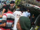 Korban tersengat listrik I Nyoman Sudarsana dilarikan ke RS Sanglah - foto: Istimewa