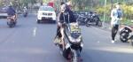 Aksi Menegangkan Bayu Gendeng, Mata Ditutup Rapat Keliling Denpasar dengan Motor