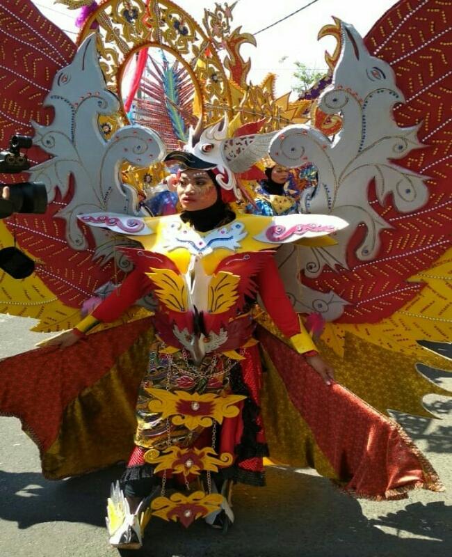 Sebelum mengikuti carnival, dipentaskan dulu (gladi resik) untuk mengecek kesiapan - foto: Sujono/Koranjuri.com