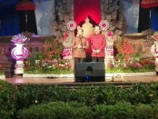 Pasangan Gubernur-Wakil Gubernur Bali I Wayan Koster-Tjokorda Oka Artha Ardana Sukawati saat simakrama di Jayasabha yang merupakan Rumah Jabatan resmi Gubernur Bali, Minggu, 30 September 2018 - foto: Koranjuri.com