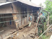 Kodim 1310/Bitung menggelar bedah rumah milik Enggelin Pinontoan (64), di Desa Dimembe Jaga 5, Kecamatan Dimembe, Kabupaten Minahasa Utara, Provinsi Sulawesi Utara, Senin (17/9/2019) - foto: Istimewa