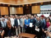 Perhimpunan Advokat Indonesia (Peradi) Fauzi Yusup Hasibuan SH berkumpul di Grand Slipi Tower, Jakarta Barat, mendukung Rizal Ramli terkait laporan Partai NasDem ke Polda Metro Jaya - foto: Istimewa