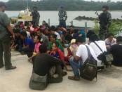 TNI AL dengan Tim Fleet One Quick Response (F1QR) Lanal Batam dengan Patkamla Sea Rider 2 melakukan penghadangan terhadap Speedboat pembawa puluhan orang TKI Ilegal dari Malaysia menuju Batam - foto: Istimewa