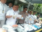 Ribuan obat daftar G yang diamankan Polda Metro Jaya dengan tersangka 2 orang - foto: Bob/Koranjuri.com