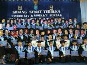 Mahasiswa D3 Akper Pemkab Purworejo usai diwisuda, Sabtu (27/10) - foto: Sujono/Koranjuri.com