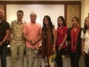 Dady Primady Muljadi (ketiga dari kiri) didampingi para desainer Ayodya Batik Festival 2018 - foto: Ari Wulandari/Koranjuri.com