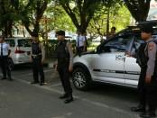 Petugas Keamanan dari Bandar Udara Ngurah Rai yang mengawal keamanan pelaksanaan OOC 2018 di Nusa Dua, Bali - foto: Ari Wulandari/Koranjuri.com