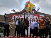Pelepasan balon dan burung merpati, menandai Deklarasi Kampanye Damai Pemilu 2019 di Kabupaten Purworejo, Senin (1/10) - foto: Sujono/Koranjuri.com