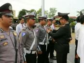 Berhasil ungkap kasus pembobolan ATM, 15 personel Polres Kebumen dapat penghargaan - foto: Sujono/Koranjuri.com