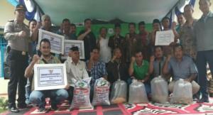 Dirjen KKP Slamet Soebjakto bersama pembudidaya ikan di Kabupaten Aceh Tenggara - foto: Istimewa