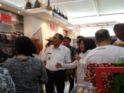 Bupati Purworejo Agus Bastian, bersama sejumlah tamu undangan, saat meninjau sejumlah stand peserta Romansa Purworejo Expo 2018, Rabu (31/10) - foto: Sujono/Koranjuri.com
