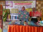 Batik karya perajin batik anggota Koperasi Pengrajin Batik Adi Purwo Raharjo, saat dipamerkan di Romansa Purworejo Expo 2018 - foto: Sujono/Koranjuri.com