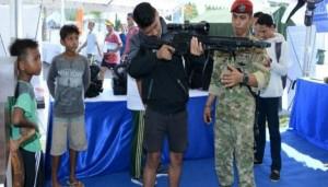 Stan alutsista yang digelar dalam rangka lomba TNI Marathon di Mandalika, Lombok, NTB - foto: Istimewa